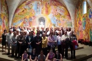 Foto de grup a la Capella de la Mare de Déu de la Paret Delgada
