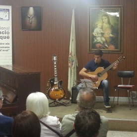 """Ària"" de Johan Sebastian Bach i ""Rondo"" de Ferdinando Carulli. Interpreta Josep Nomdedéu a la guitarra."
